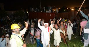 Protesters Moving towards PM House